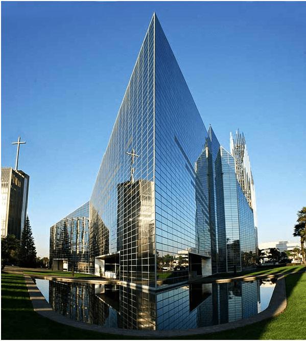 Хрустальный собор — самое большое в мире здание из стекла