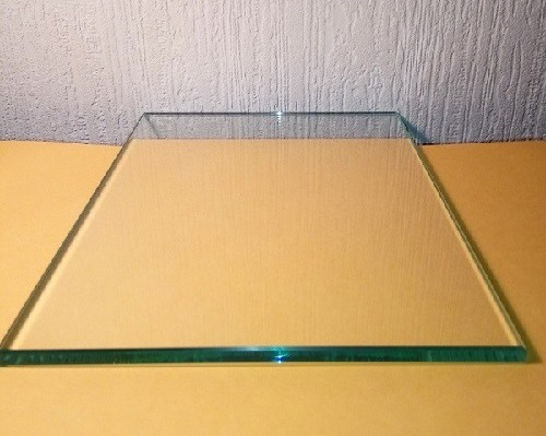 Стекло прозрачное 2 мм  1300х800 мм